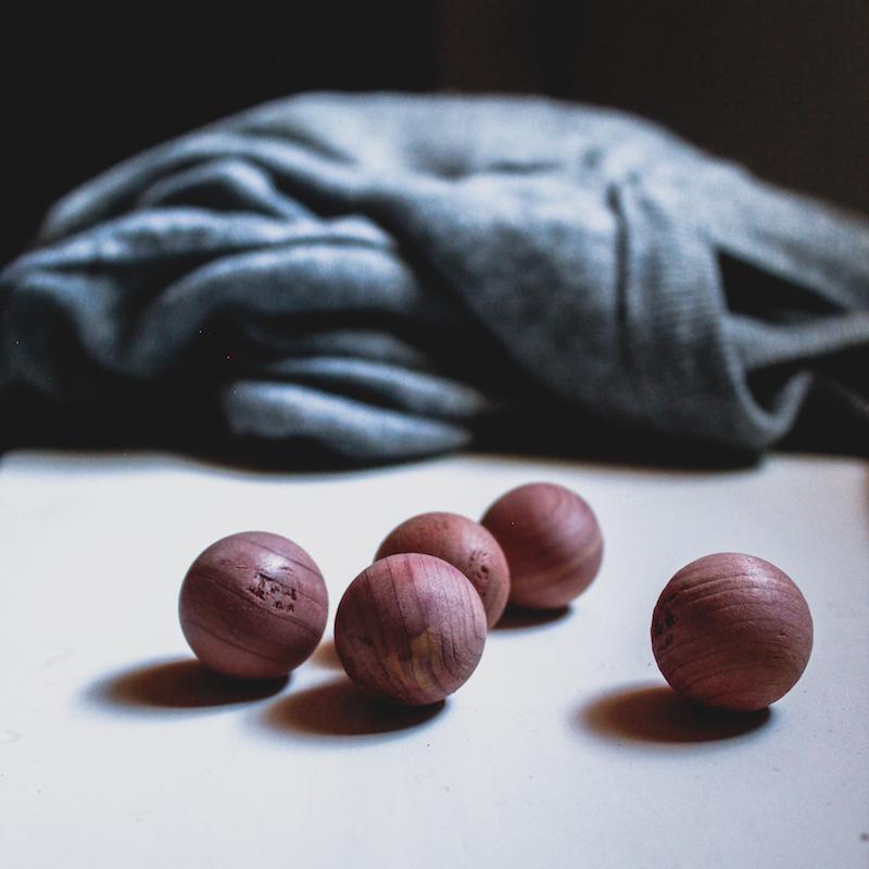 bolas antipolillas de cedro rojo