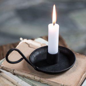 candelabro de mano con asa de hierro