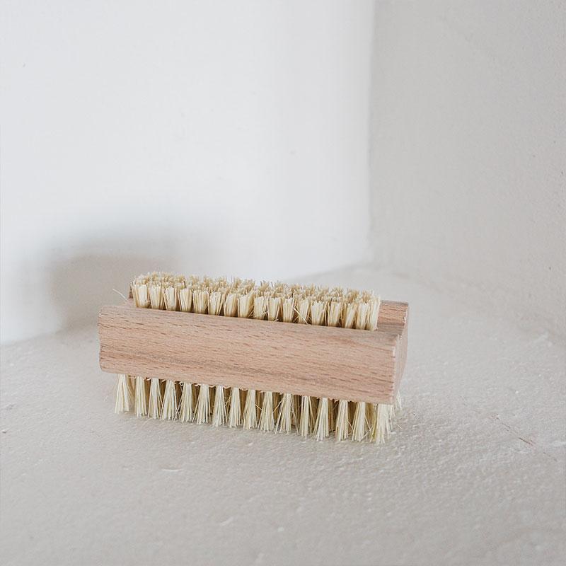 cepillo de uñas de madera de haya