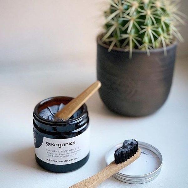 dentifrico con aceite de coco y carbón activado