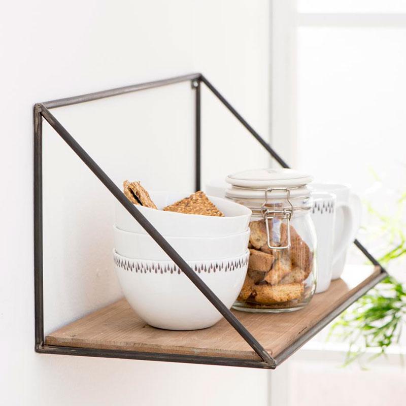 estantería rústica de madera y hierro