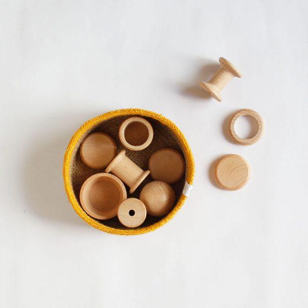 panera de los tesoros con cesta de yute